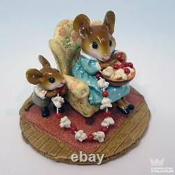 WEE FOREST FOLK M-333 A Sneaky Treat, William Petersen 2006 Retired E2B