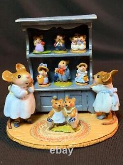 WEE FOREST FOLK RETIRED SPECIAL COLOR BLUE CURIO with ALL 7 RETIRED ANNETTES MINIS