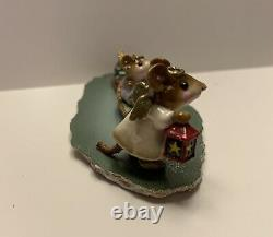 Wee Forest Folk Christmas M-262-LIGHTING THE WAY, Retired