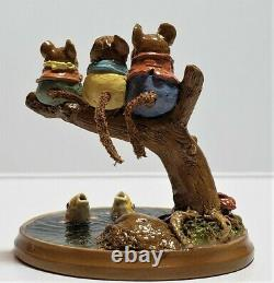 Wee Forest Folk Chums Hangin' Out, PM 1, 2000, Wm Petersen, Retired 2007, Mint