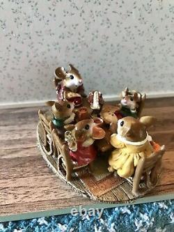 Wee Forest Folk Family Gathering Special Edition M-302 Retired Figurine 2003