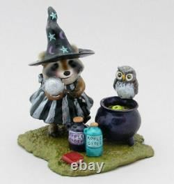 Wee Forest Folk KOW-04 Morgan le Fay, the Sorceress Special (Retired)