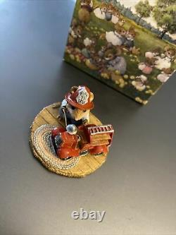 Wee Forest Folk M-077 Little Fire Chief Mouse Red Fire truck Retired 1982 RARE