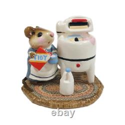 Wee Forest Folk M-113 Tidy Mouse (RETIRED)