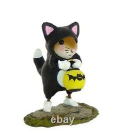 Wee Forest Folk M-413 Prowling for Treats (RETIRED)