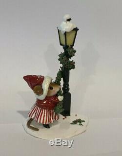 Wee Forest Folk Trim Twirler Christmas Winter Lamp Post =Retired